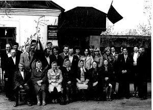 Коллектив Красноармейской дирекции киносети. Вручение знамени за 1 кв., май 1983 г.